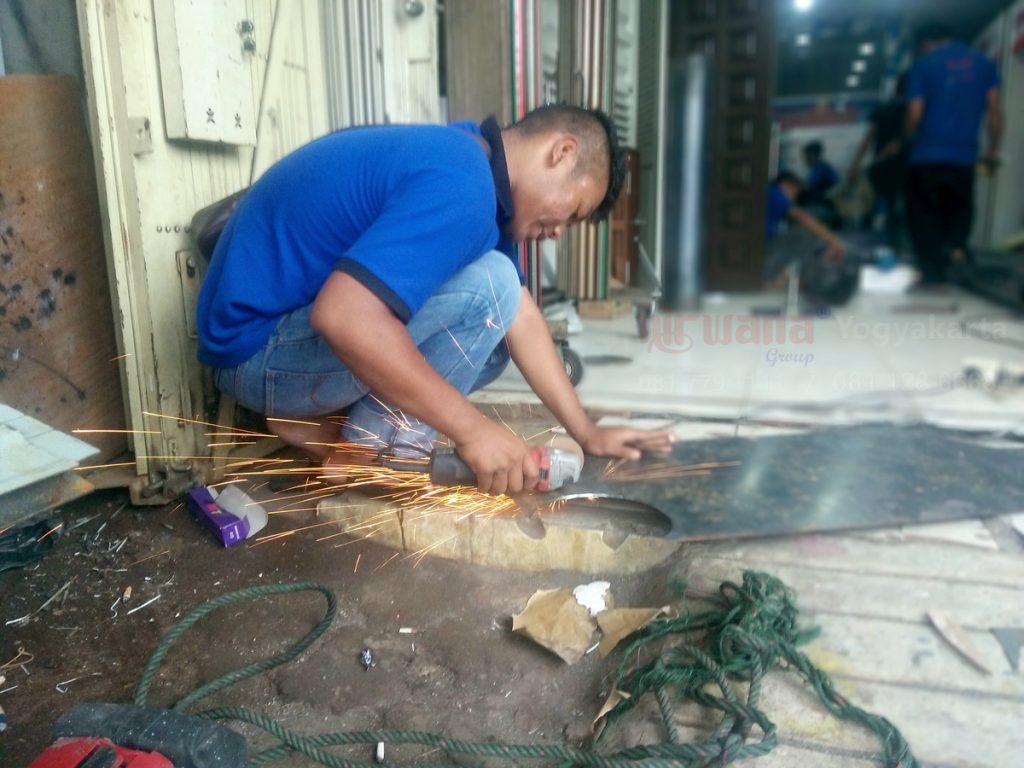 Pembuatan Roda Gulung Rolling Door Industri