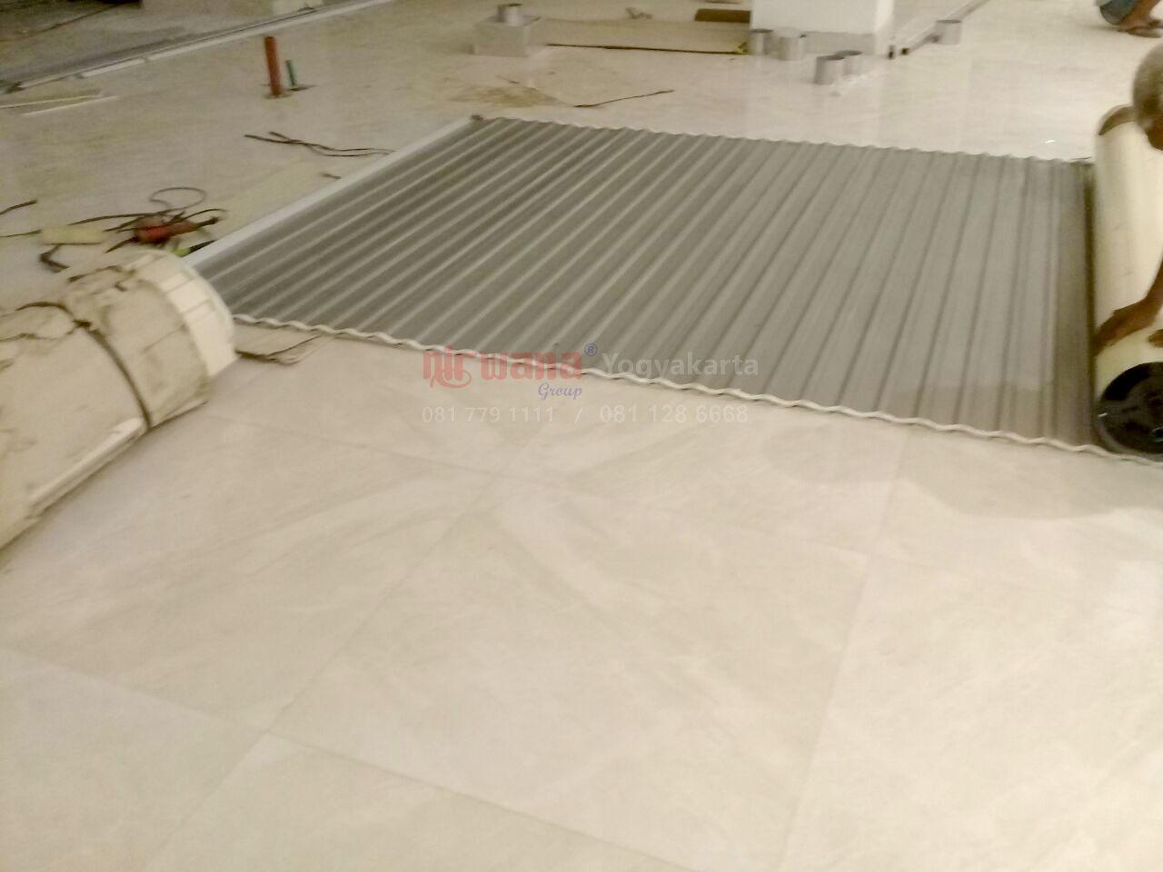Pemasangan Rolling Door Di Grains Amp Dough Gnd Transmart