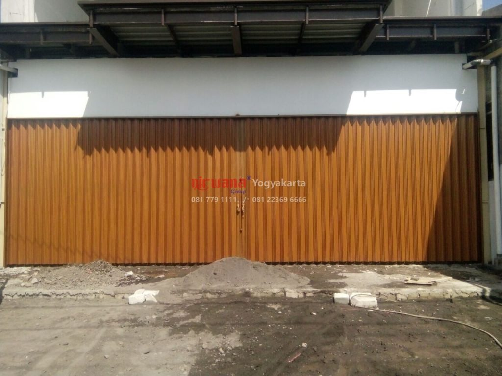 Pemasangan Pintu Folding Gate Galvalum di Jalan Kalasan Km 13 Yogyakarta