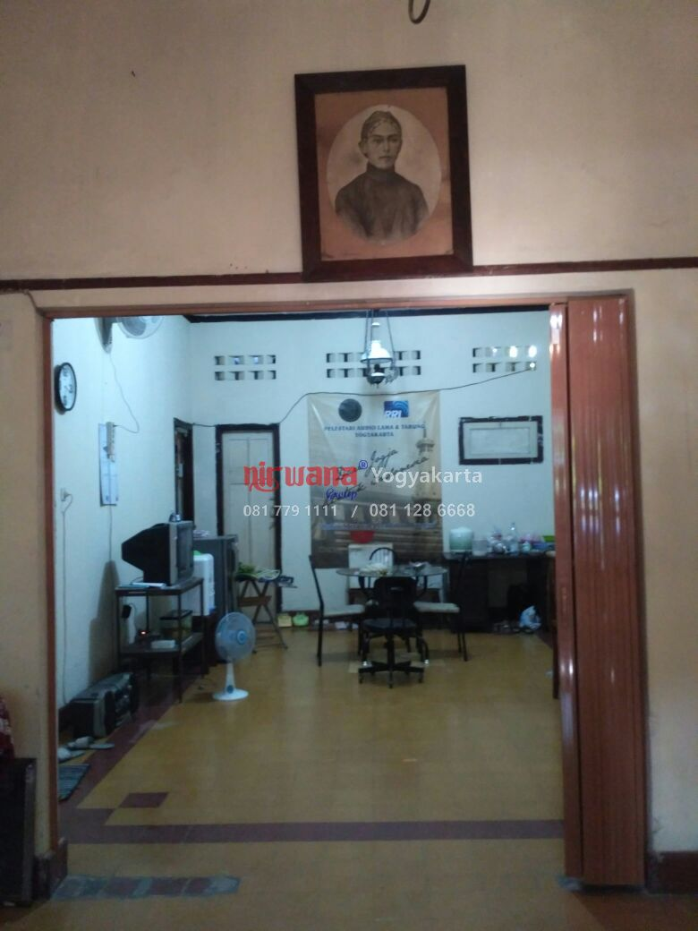 Pemasangan Pintu Folding Door di Jalan C Simanjuntak, Yogyakarta ...