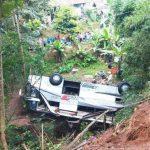 Bus Maut Masuk Jurang 20 Meter di Sumedang Sudah Berhasil Diangkat.