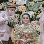 Prosesi Siraman Aurel Hermansyah Menjelang Pernikahan