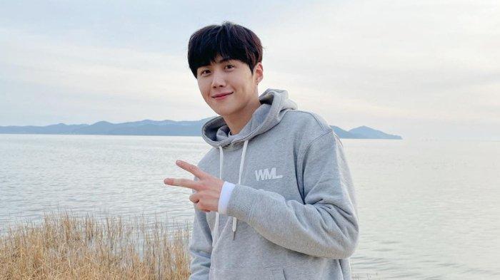 Kim Seon Ho Minta Maaf kepada Mantan Pacarnya