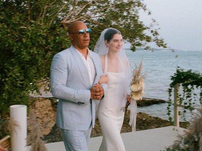 Pernikahan Meadow Rain Walker